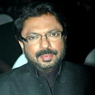 Sanjay Leela Bhansali Bans Cell Phones From 'Ram Leela' Sets