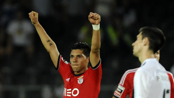 Benfica's Enzo Perez, from Argentina, celebrates their 1-0 victory over Vitoria Guimaraes in a Portuguese League soccer match at D. Afonso Henrique stadium in Guimaraes, Portugal, Sunday, Sept. 22, 2013