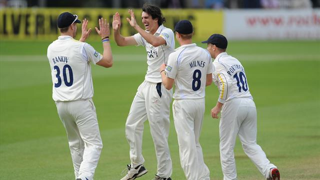 New champions Warwickshire skittle out Notts