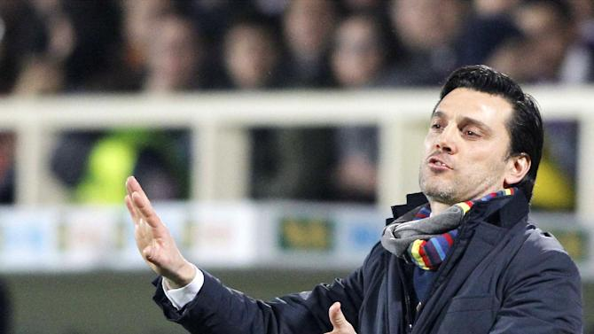 Fiorentina's coach Vincenzo Montella gives directions to his players during a Serie A soccer match between Fiorentina and Inter Milan, at the Artemio Franchi stadium in Florence, Italy, Saturday, Feb. 15, 2014