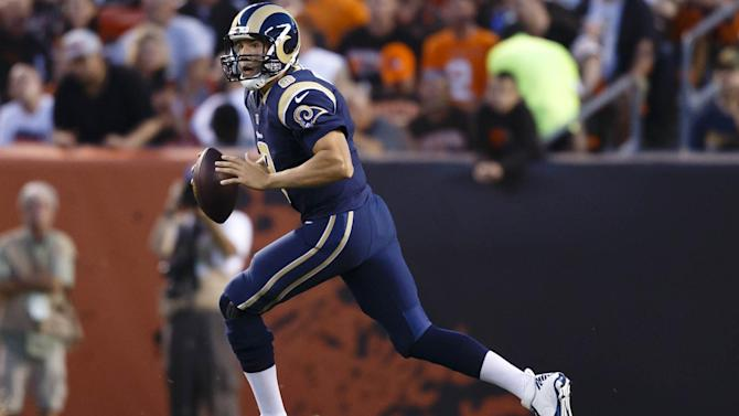 NFL - Rams quarterback Bradford out for season with knee injury