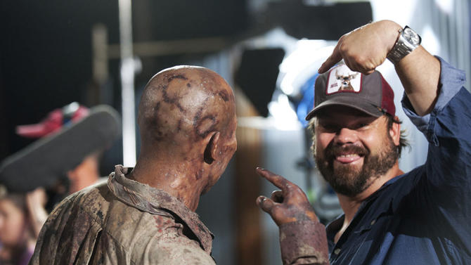 Walker (Hines Ward) and Special Effects Makup Artist Kevin Wasner - The Walking Dead - Season 3, Episode 9