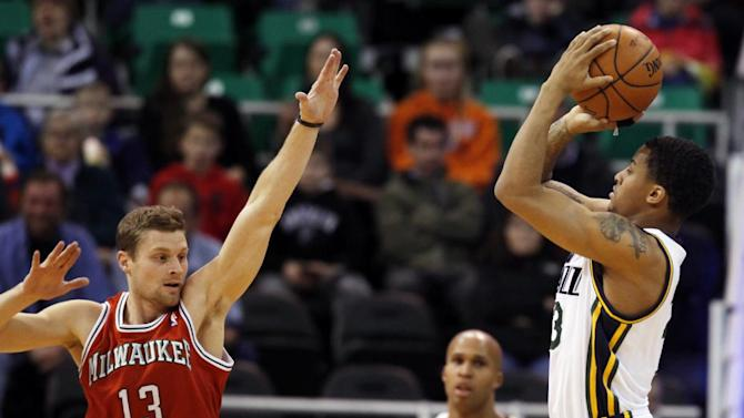 Hayward, Favors lead Jazz over Bucks 96-87