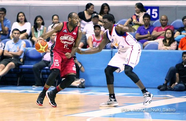 Barangay Ginebra's Herbert Hill and Air21's Michael Dunigan. (Nuki Sabio/PBA Images)
