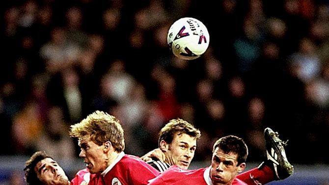 Karl-Heinz Riedle, Steve Staunton and Jamie Carragher attempt to stop Duncan Ferguson - Clive Brunskill (Getty Images)