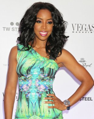 Kelly Rowland Looks Beautiful In 'Summer Dreaming' Music Video