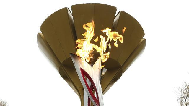 Winter Sports - Russian torchbearer's jacket catches fire