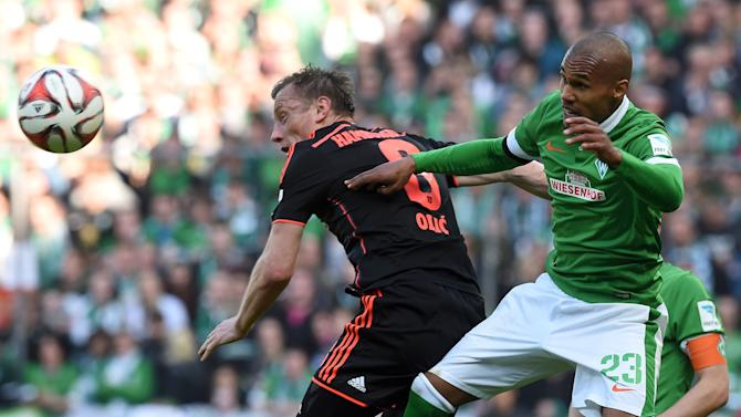 Werder Bremen's Gebre Selassie and Hamburg SV's Olic fight for the ball during their German Bundesliga first division soccer match in Bremen