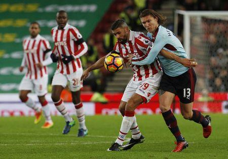 Stoke City's Jonathan Walters in action with Burnley's Jeff Hendrick