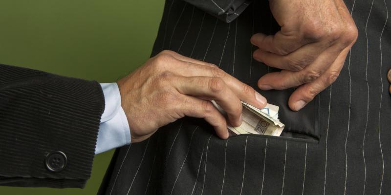 La ridistribuzione della ricchezza porta alla corruzione