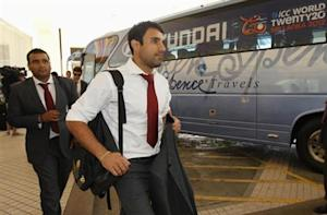 England's Ravi Bopara (front) and Samit Patel arrive at a hotel ahead of the World Twenty 20 cricket series in Colombo, September 14, 2012. REUTERS/Dinuka Liyanawatte/Files