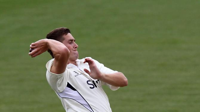 Chris Woakes claiemd two wickets to put Nottinghamshire on the back foot