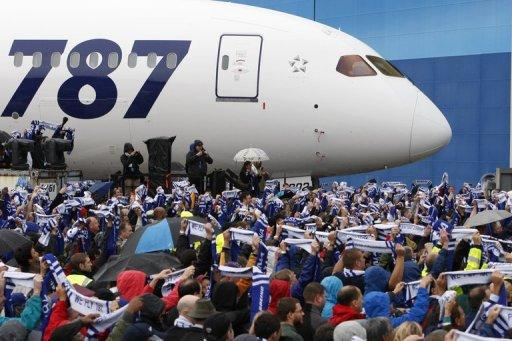 Boeing employees hold their scarves up as All Nippon Airways (ANA) receive their first 787 during a delivery ceremony to ANA on September 26, 2011, in Everett, Washington. Japan's All Nippon Airways (ANA) said Friday it would order 11 more Boeing 787 Dreamliners, with a list price of around $2.68 billion.