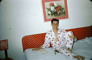 12-boyfriend-bed-vintage-photo_sm.jpg
