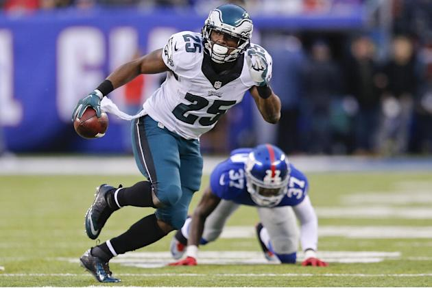 AP source: Eagles deal running back McCoy for Bills' Alonso