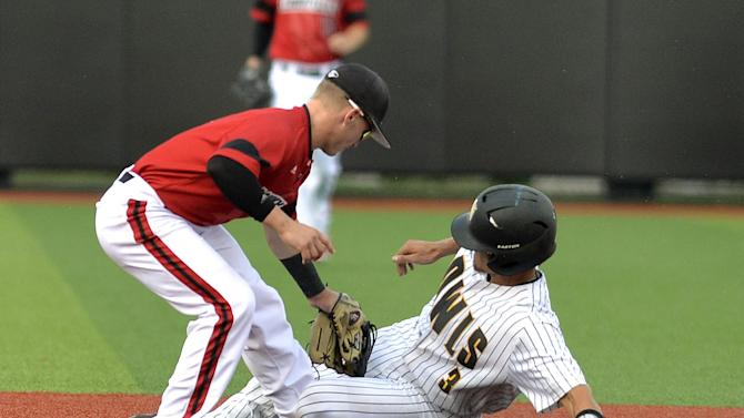 Louisville tops Kennesaw State, heads to CWS