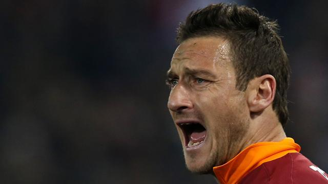 Serie A - Resurgent Roma star Totti leaves door open for Italy recall