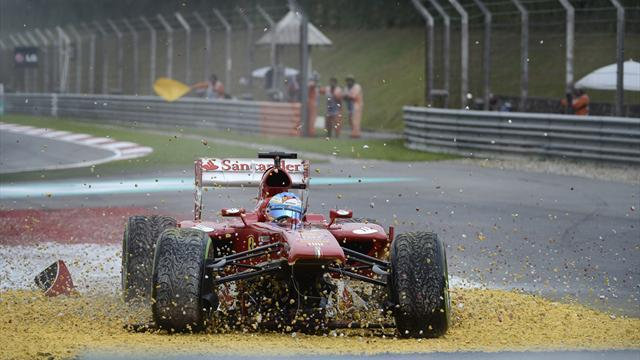 Formula 1 - Alonso crashes out early after front wing debacle