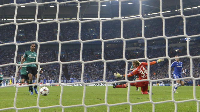 Chelsea's Eden Hazard, right, scores his side's third goal past Schalke goalkeeper Timo Hildebrand during the Champions League group E soccer match between FC Schalke 04 and Chelsea FC in Gelsenkirchen, Germany, Tuesday, Oct. 22, 2013