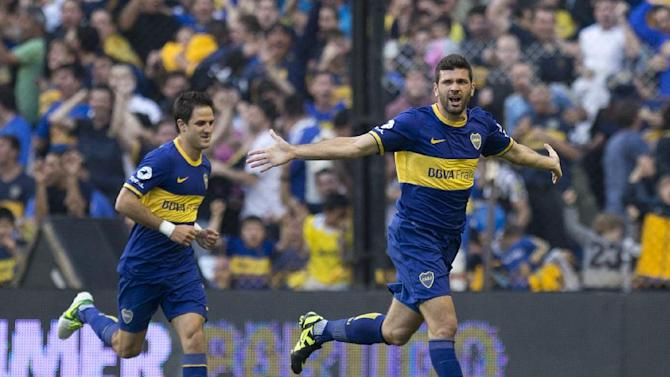 Boca Juniors' Emmanuel Gigliotti, right, celebrates with teammate Juan Manuel Martinez after scoring against Rosario Central during an Argentina league soccer match in Buenos Aires, Argentina, Sunday, Oct. 13, 2013