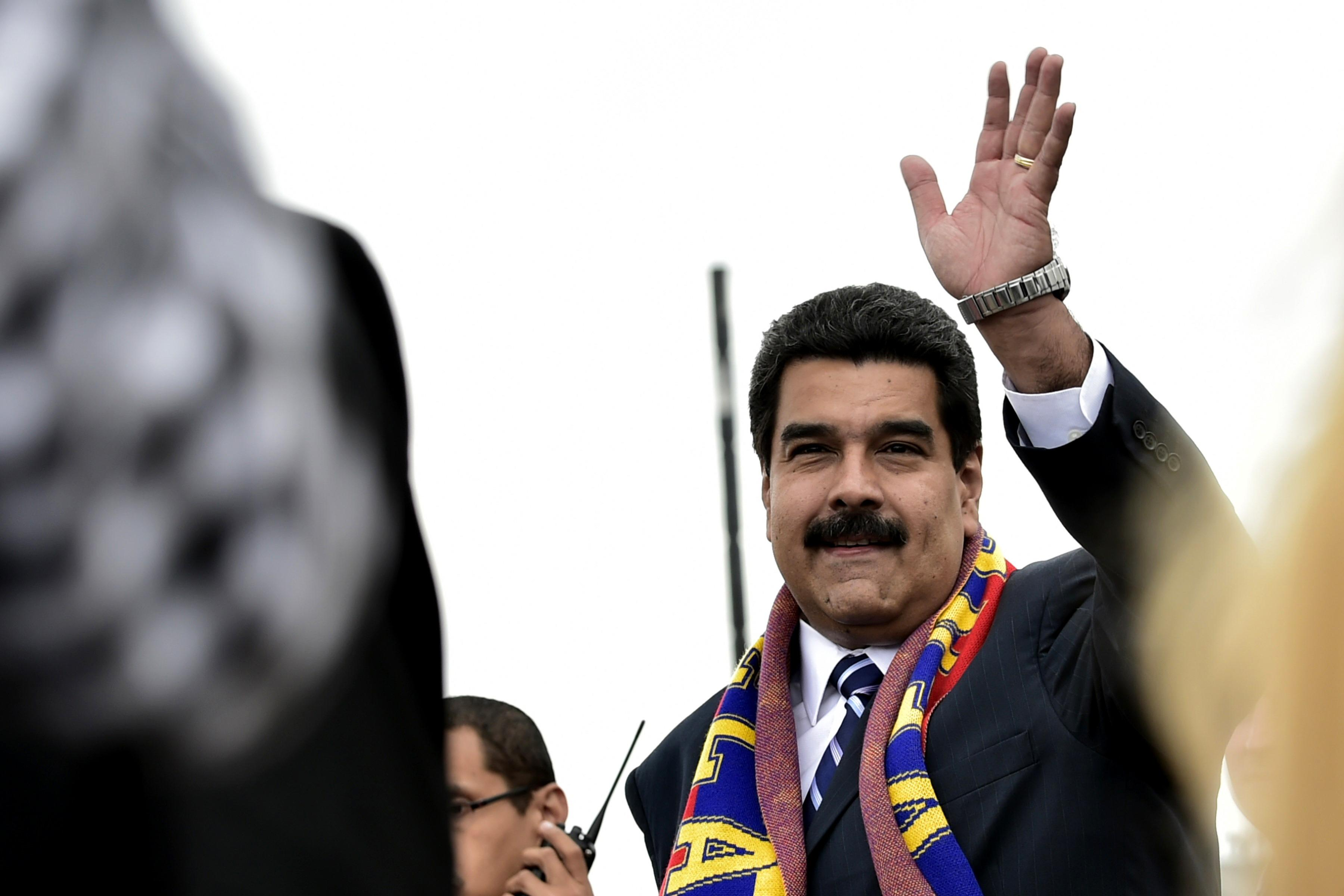 Maduro congratulates Castro brothers on new ties with US