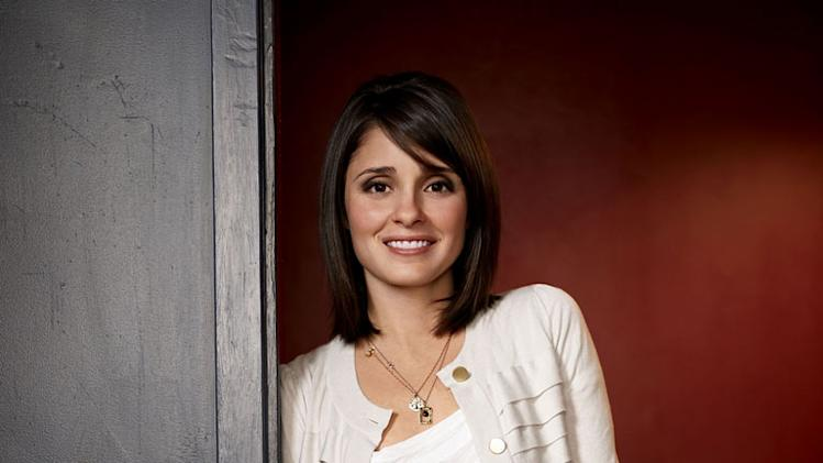 "Shiri Appleby as Cate in ""Life Unexpected."""