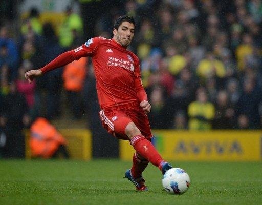 Liverpool's Uruguayan striker Luis Suarez runs with the ball