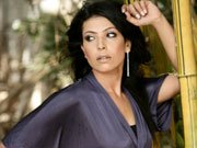CHAK DE girl Shilpa Shukla returns as ultra-sexy Aunty