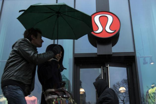 Pedestrians walk past a Lululemon Athletica store in New York in this March 19, 2013 file photo. The Canadian retailer is casting an eye on international markets even as it grapples with the demands of finding a new chief executive, mending a tarnished image after an embarrassing recall of overly sheer pants and pursuing expansion in the United States. REUTERS/Lucas Jackson/Files (UNITED STATES - Tags: BUSINESS FASHION TEXTILE LOGO)