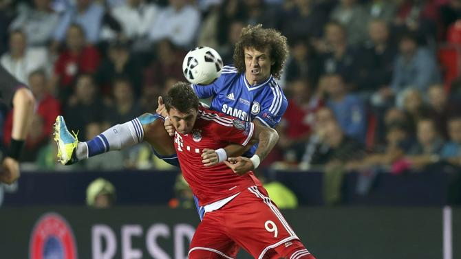 Munich's Mandzukic challenges Chelsea's Luiz during their UEFA Super Cup soccer match at Eden stadium in Prague