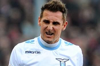 Knee injury rules Klose out of Germany clash with France
