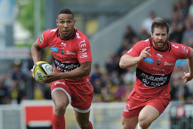 Toulon's New Zealand wing Rudi Wulf (L) and South African hooker Graig Burden are pictured in action during the French Top 14 rugby union match La Rochelle vs Toulon on April 25, 2015 in La Rochel