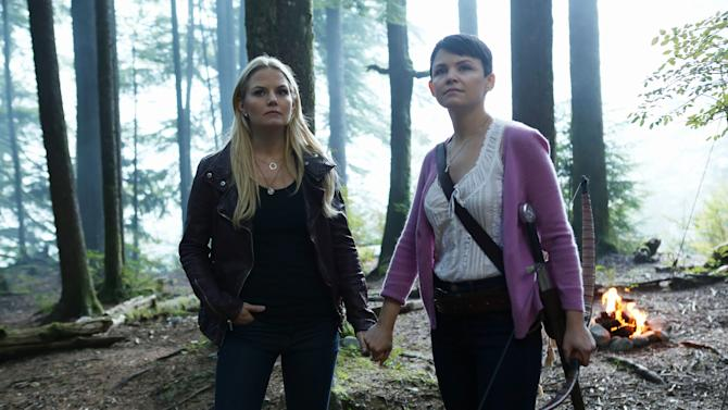 """Jennifer Morrison and Ginnifer Goodwin in the """"Once Upon a Time"""" episode """"Into the Deep."""""""