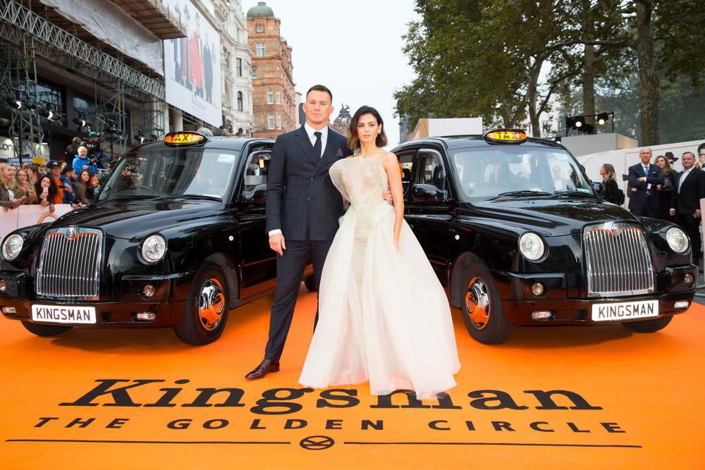 <p>在倫敦首映現場上,兩台計程車並排迎接金士曼與仕特曼的大駕光臨。(圖:查寧塔圖、妻子珍娜戴溫) </p>