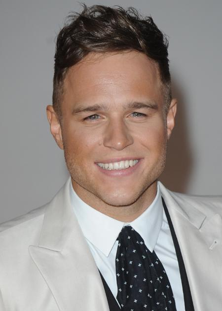 Olly Murs photos: Even after fake tan, he still looks amazing.