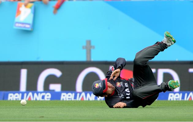 United Arab Emirates fielder Shaiman Anwar drops a catch during their Cricket World Cup Pool B match against Pakistan in Napier, New Zealand, Wednesday, March 4, 2015. (AP Photo Ross Setford)