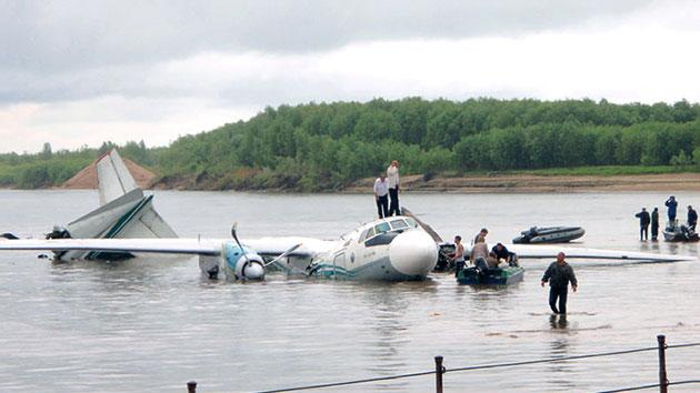 Unusual landings of planes and choppers