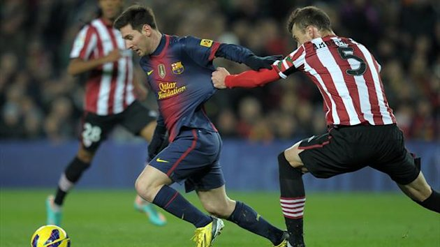 Barcelona's Argentinian forward Lionel Messi (L) vies with Athletic Bilbao's defender Fernando Amorebieta (R) during the Spanish league football match FC Barcelona vs Athletic Bilbao at the Camp Nou