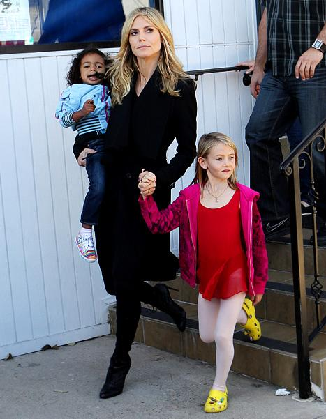 Sad Heidi Klum Steps Out With Kids, Still Wearing Wedding Ring Post-Split