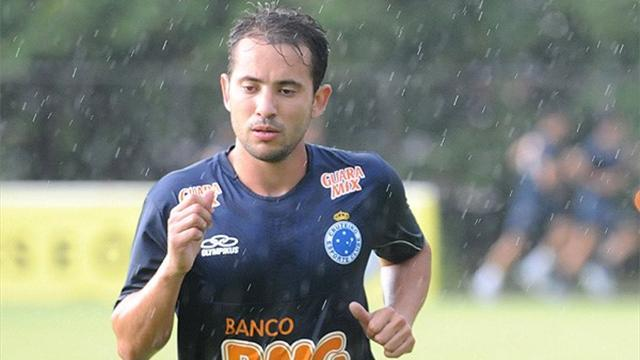 South American Football - Everton Ribeiro scoops Brazil's player of the year award