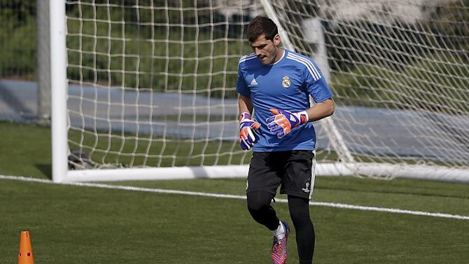 Real Madrid's goalkeeper Iker Casillas warms up during a training session in Valdebebas, outside Madrid