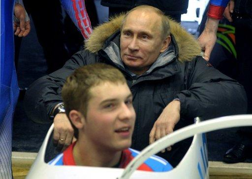 Tens of thousands back Putin at Russia rallies