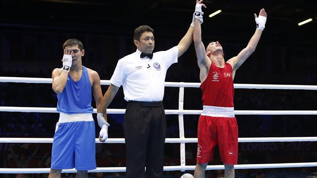 Boxing - Nevin sticks with amateurs in search of Olympic gold