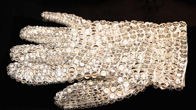 MJ Auction glove