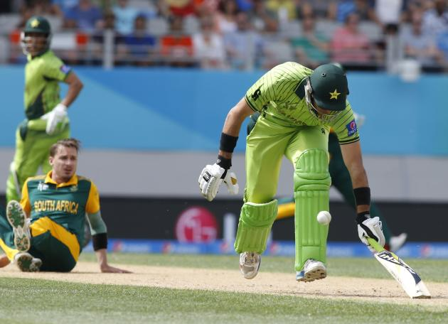 Pakistan's Khan runs in to survive a runout attempt watched by South Africa's Steyn during their Cricket World Cup match in Auckland