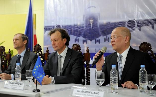Philippine Airlines president Ramon Ang (R) answers questions from reporters as French ambassador Gilles Garachon (C) and EU representative Guy Ledoux (L) listen in Manila on July 10, 2013. The European Union has lifted a three-year ban on Philippine Airlines flying into its airspace after the national carrier addressed safety concerns, the EU's ambassador to Manila said Wednesday