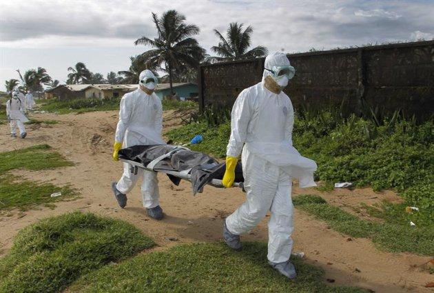 ¿El brote de ébola en África occidental será el preludio de una pandemia? (EFE/Ahmed Jallanzo)