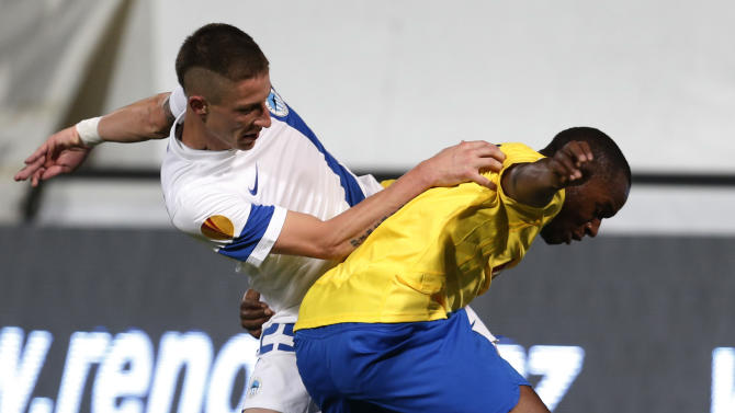 Jiri Fleisman, left, of Slovan Liberec challenges Luis Leal, right, of Estoril Praia during their Europa League Group H soccer match in Liberec, Czech Republic, Thursday, Oct. 3, 2013