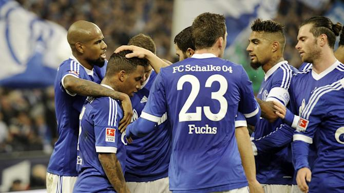 Schalke's team thanks Jefferson Farfan, 2nd from left, who kicked the corner ball, that ended in a self goal for Freiburg during the German Bundesliga soccer match between FC Schalke 04 and SC Freiburg in Gelsenkirchen, Germany, Sunday, Dec. 15, 2013