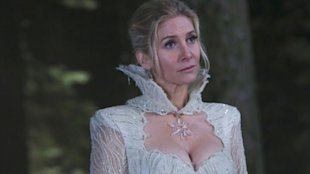 Elizabeth Mitchell On Snow Queens Evil Side On Once Upon A Time image image44 600x337